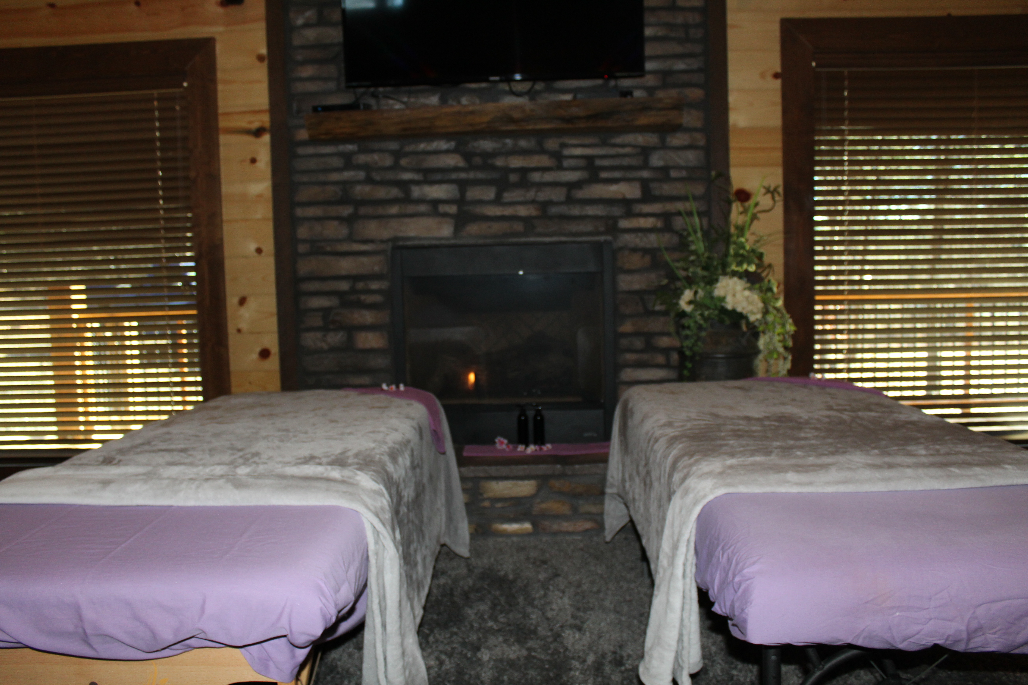 Couples massage at Rustic Romance